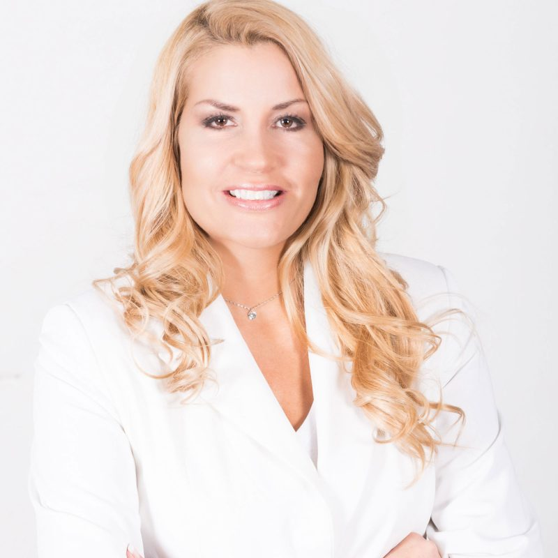 Nicola Hollender international speaker, consultant and coach